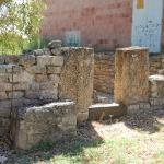 Particolare dell'ingresso all'edificio funerario.